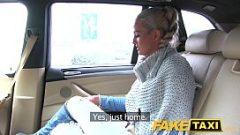 شقراء متزوج يسأل السائق إذا كان السماح لها تمتص ديك