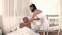 المساعدة مع كبير الثدي الجنس مع الرجال في المستشفى