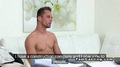 انه يريد المشاركة كحارس ورئيسه شقراء يطلب منه ممارسة الجنس معها
