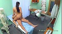 الدكتور الجنس مع ممرضة مثير في مكتب الملل
