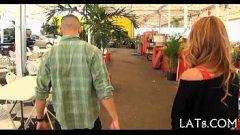 وتجتمع السوق والذهاب إلى منزله ليريه مثير الحمار وجمل