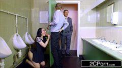 الجنس في المرحاض ابنة من رئيسه مجنون وسيئة