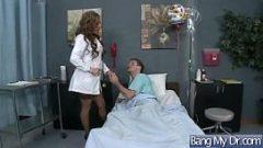 جبهة مورو المساعدة مع كبير الثدي كس ملعوق في المريض