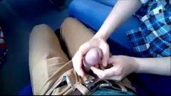 ديك مص صديقها في القطار ويبتلع كل الحيوانات المنوية أن تكون نظيفة