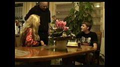 عيد ميلاد جنس في سن المراهقة صبي مع عاهرة مع كبير الثدي