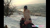 ممارسة الجنس مع عاهرة في أوروبا الثلوج لا تجميد في كس البارد