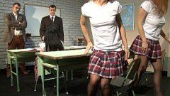 يمارس الجنس مع رجلين حتى اثنين السمراوات الطلاب الذين يريدون المغامرة
