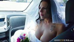 يهرب حفل الزفاف كما العاهرة ليمارس الجنس مع عشيقها ديه مايو