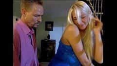 زوجته الغش مع أحد الجيران شقراء الذي لديه كبير الثدي