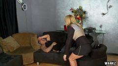 امرأة ناضجة يغوي رجل أصغر سنا لتلبية انها اقل وطأة على العمل