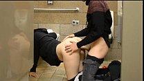الجنس في مرحاض عام مع شبق شقراء