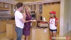 الجنس في المطبخ مع جميل منزل امرأة شابة وحده