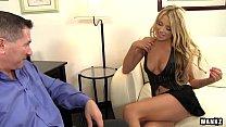 رجل أعمال يريد سكرتيرته تجعل ممارسة الجنس معه وله الاسترخاء