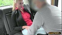 الجنس شقراء مع سائق محترف يعمل في سيارة أجرة