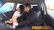 سخيف في السيارة مع بدوره امرأة سمراء جميلة في يمس مباشرة إلى الصحة
