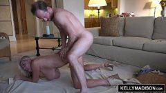 ممارسة الجنس مع أحد الجيران الذي لديه كبير الثدي وجمل يريد أكثر