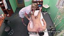 مساعد شقراء الجنس مع رجل إصلاح الكمبيوتر