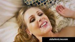 امرأة تفوح منه رائحة العرق جميلة يريد أن تذوق الحيوانات المنوية من رجل أصغر سنا