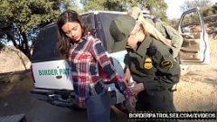 اثنين من الفتيات اللعنة مع ضابط الشرطة في الجمارك