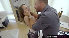 فتاة فقيرة يحصل مارس الجنس من قبل رجل