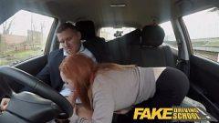 وعدت الفتاة تعلم قيادة السيارة إذا كنت يمارس الجنس معه