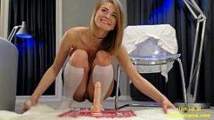 لطيف فتاة صغيرة مارس الجنس مع دسار اشترى عبر الإنترنت
