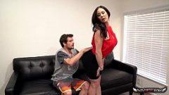 سيدة في فترة ما بعد الظهر لممارسة الجنس مع صبي على شبكة الانترنت