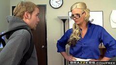 رجل يمارس الجنس مع رئيسه، امرأة ناضجة وحورية