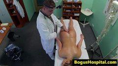 يجعل المرأة مريضة أن هم طبيب ورائحوا هم كس قليلا