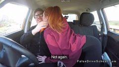الحمار الكبير مارس الجنس في السيارة مع زميل