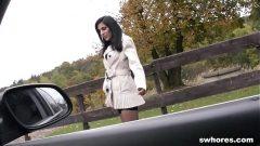 انها تأخذ سيارتها لركوب