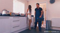 امرأة سمراء شابة يستخدم ديك رجل متزوج ليكون راضيا