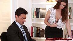 يريد داندي مع الآباء الكبار ممارسة الجنس على مكتب رئيسها