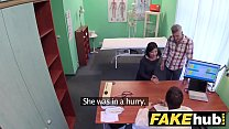 طبيب مزيف يناسب مرضى متحمسون
