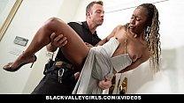 امرأة سوداء تمتص ديك بشكل جيد للغاية ويريد الحيوانات المنوية أن تعمل على وجهها