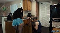 فتاة كبيرة الحمار يمارس الجنس مع رجل سباك