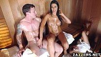 ممارسة الجنس في الساونا مع امرأة طويلة ذات ثديين كبيرين