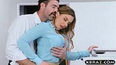 كان يضغط عليها بين ذراعيه وتشعر بعصاه من خلال سرواله