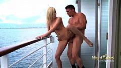 سفينة سياحية مع سفينة كبيرة وتمارس الجنس كل يوم