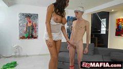 المرأة طويل القامة يستفيد من ديك الشباب