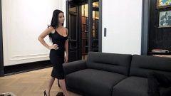 امرأة سمراء صادقة تقول إنها تريد ممارسة الجنس يوميا