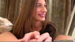 المرأة مع العضو التناسلي النسوي الصغير تريد أن يمارس الجنس معك بقوة