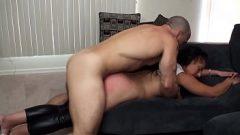 مارس الجنس بوسها الثابت من الخلف