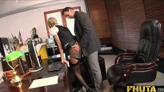 المدير يمارس الجنس مع السكرتير بلطف