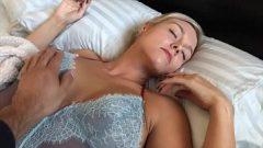 ممارسة الجنس القاسي مع امرأة تقع في الحب
