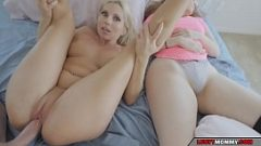 يمارس الجنس مع المرأتين بثقة