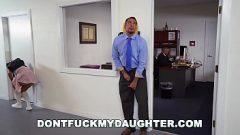 غالبًا ما يمارس الجنس مع ابنة رئيسه
